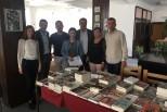 """Shpërndarja e lektyrave shkollore në Bibliotekën e Ulqinit dhe në shkollën """"Marshall Tito"""""""